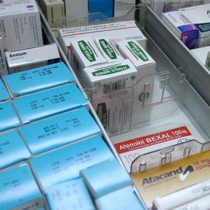 Consumidores y farmacéuticos piden a Sanidad que vuelva a figurar el precio en la caja de los medicamentos