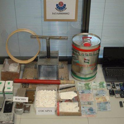 La Ertzaintza desmantela la mayor red de tráfico de cocaína que operaba en Bizkaia y detiene a cuatro personas