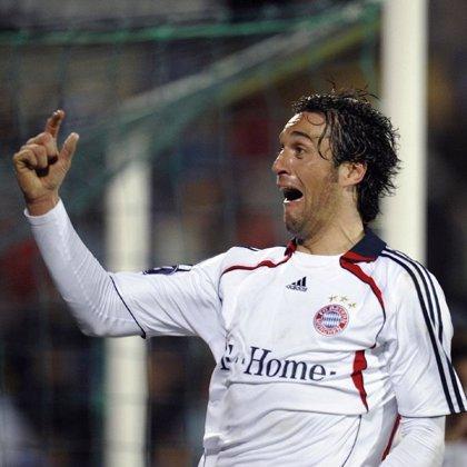 Dos goles de Luca Toni transforman la fiesta en tragedia azulona