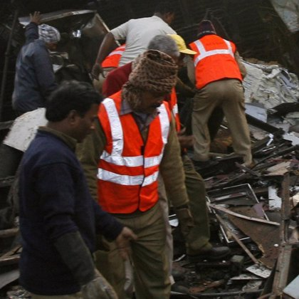 Al menos 42 muertos en un accidente de autobús en India