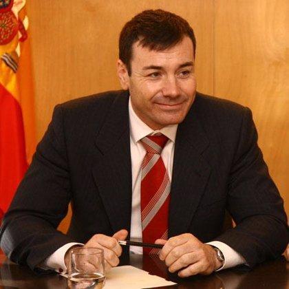 """Gómez dice que Aguirre """"está volando en círculo encima del que cree cadáver político de Rajoy"""""""