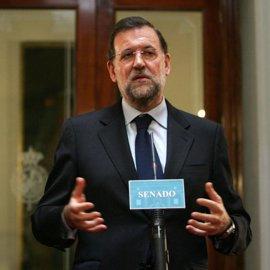 """Rajoy aclara que """"en principio"""" Acebes no dejará la política, pero estará en un segundo plano"""