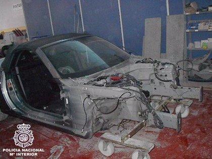 Detienen a 6 personas por desguazar vehículos de alta gama robados y venderlos