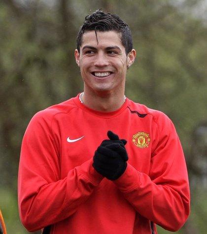 """Cristiano Ronaldo seguirá en Manchester """"muchos años"""""""