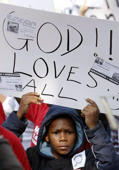 Miles de personas se manifiestan contra la violencia xenófoba en Johannesburgo