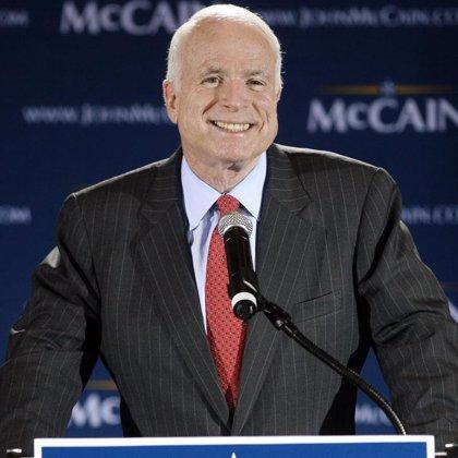 McCain desafía a Obama a mantener 10 debates públicos