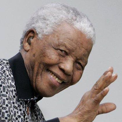 """Mandela cede a """"nuevas manos"""" el testigo de la lucha contra la injusticia"""