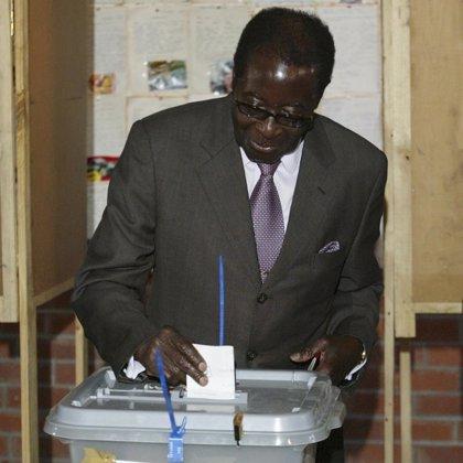 Mugabe se prepara para una victoria en unas elecciones 'a la búlgara'