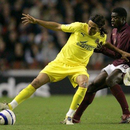 Adebayor admite que podría abandonar el Arsenal para fichar por el FC Barcelona