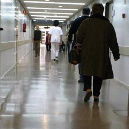 Sanidad recibe un manifiesto con más de 43.000 firmas en contra de la privatización de la sanidad pública