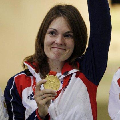La checa Katerina Emmons gana el primer oro en la modalidad de carabina aire 10 metros