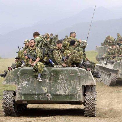 La ciudad georgiana de Poti se llena de tanques y soldados rusos
