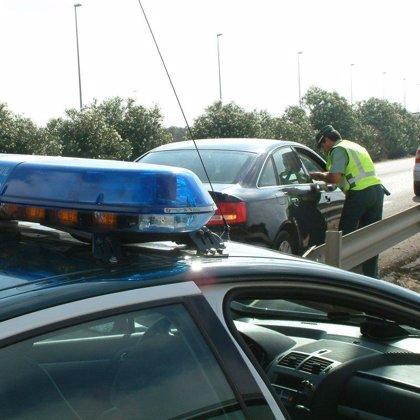 Fuertes retenciones en la A-7 mientras permanece cortada la carretera MA-21 que une Málaga y Torremolinos