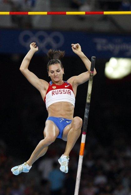 Yelena Isinbayeva reedita su título olímpico en pértiga con nuevo récord del mundo