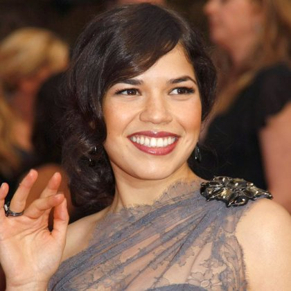 América Ferrera (Betty) triunfa en los premios latinos ALMA
