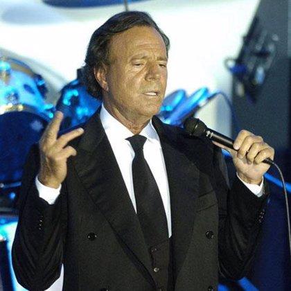 Julio Iglesias actúa en Santa Cruz de Tenerife en el Centro Internacional de Ferias y Congresos