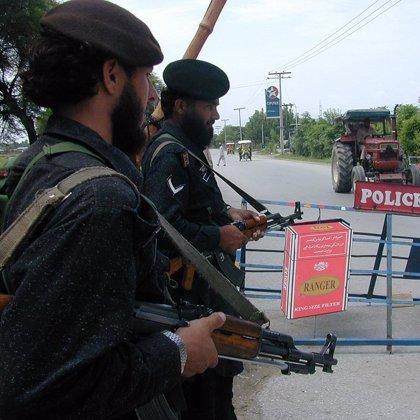 Diez muertos en un nuevo ataque de milicianos contra la casa de un funcionario en Pakistán