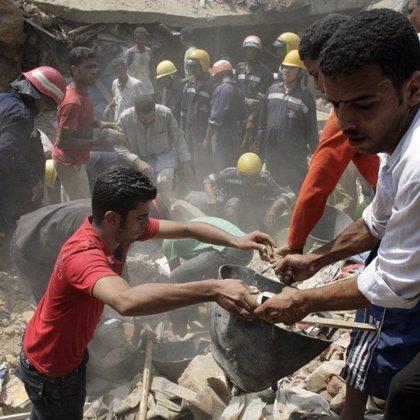 Al menos 31 muertos y cientos de sepultados tras un alud de rocas en El Cairo