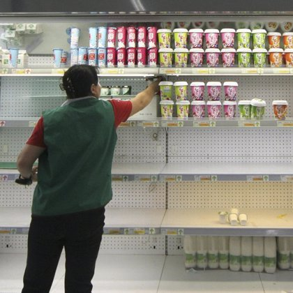 Encuentran melamina en la leche de las dos mayores empresas del sector en China