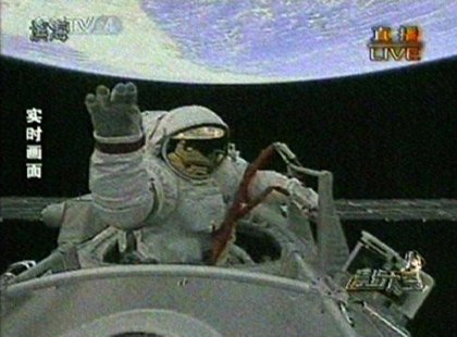 Zhai Zhigang inicia el primer paseo espacial de un astronauta chino