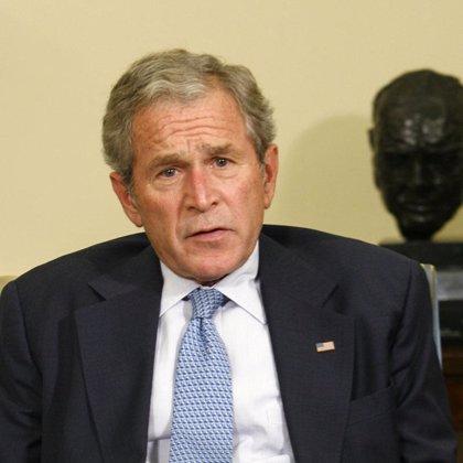 Bush convoca una reunión de urgencia con su equipo para intentar salvar su plan de rescate