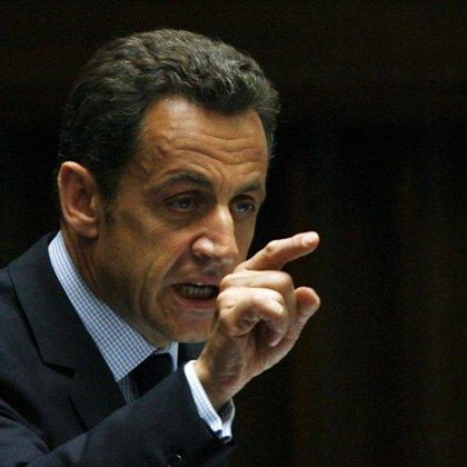 """Sarkozy planteará hoy a las principales potencias europeas que la única salida a la crisis es """"colectiva"""""""