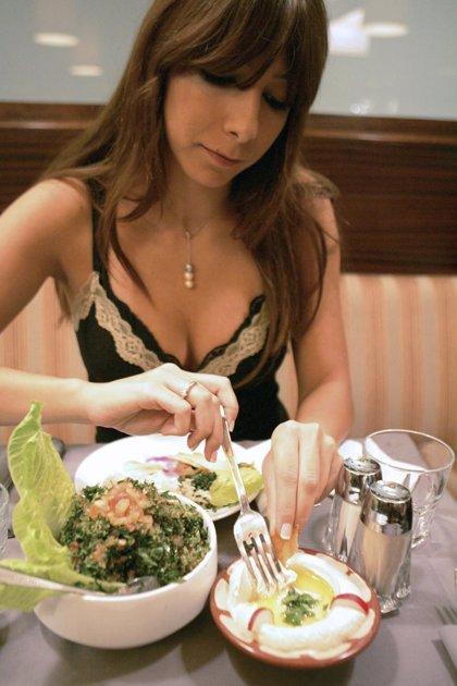 Expertos afirman que hoy se come mejor que hace 25 ó 50 años y que se seguirá ganando tiempo a la vida