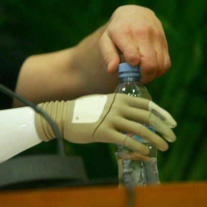 Presentan en Madrid la mano biónica 'Michelangelo', una prótesis que imita a la humana en aspecto, rapidez y movimientos