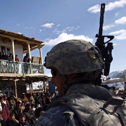 Milicianos queman 96 camiones con mercancías para los soldados occidentales en Afganistán