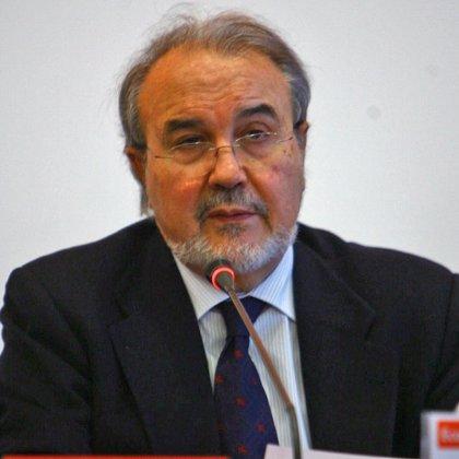 """Solbes dice que el Gobierno ha tomado medidas para evitar operaciones de """"rescate"""" de bancos y cajas"""