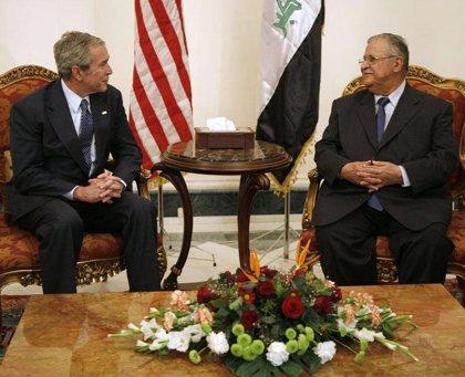 Bush llega a Irak en una visita sorpresa para celebrar la firma del acuerdo de seguridad