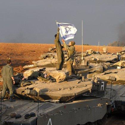 Cuarta jornada de ataques consecutivos mientras las tropas israelíes esperan la orden de invasión en Gaza