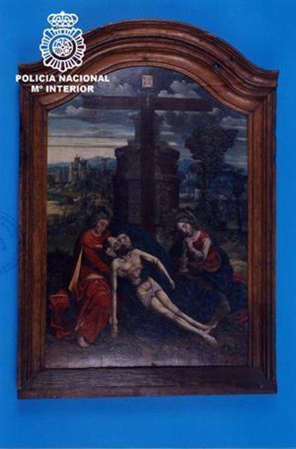 La Policía recupera una tabla flamenca del siglo XV que fue robada hace 23 años de una iglesia de Trujillo (Cáceres)