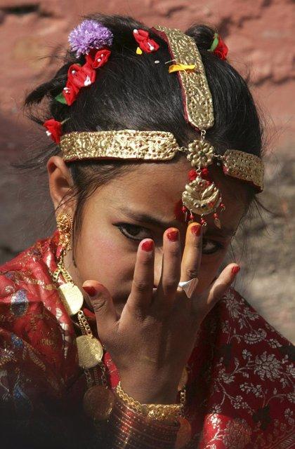 Las 'niñas viudas' de Nepal se enfrentan al estigma social y a la negación de sus derechos básicos