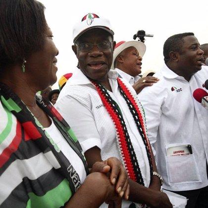 La Comisión Electoral declara a John Atta Mills presidente electo de Ghana