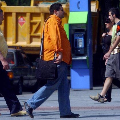 Los hombres tienen tres veces más riesgo que las mujeres de sufrir patologías derivadas del sobrepeso, según un estudio