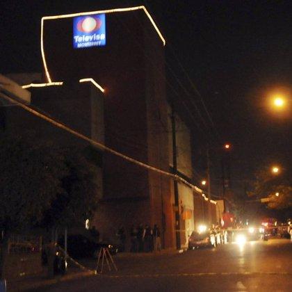 Hombres armados lanzan granadas contra las instalaciones de una cadena de televisión en México