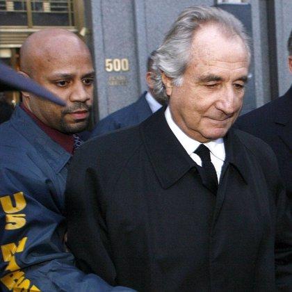Un juez estadounidense decidirá el lunes si retira la fianza a Bernard Madoff