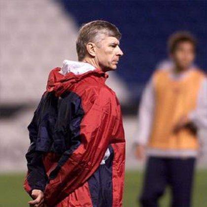 """Wenger confiesa su """"sorpresa"""" por la actitud de Benítez y asegura que no ve """"problemas profundos"""" en la Premier"""
