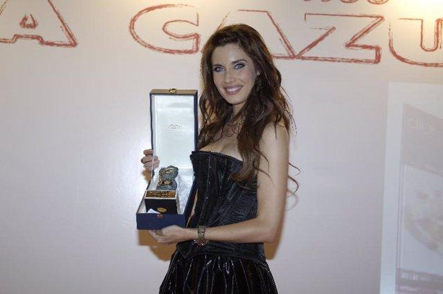 Pilar Rubio ha sido reconocida por Médicos del Mundo por su labor en el campo de
