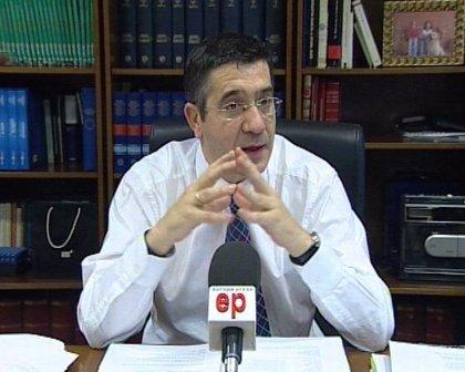 """López espera que Ibarretxe """"acepte el debate a dos"""" pese a que PNV quiera que """"ponga la cara y cierre la boca"""""""