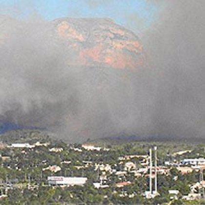 Un total de 13 medios aéreos se incorporan a las labores de extinción de los incendios de La Nucia y Genovés
