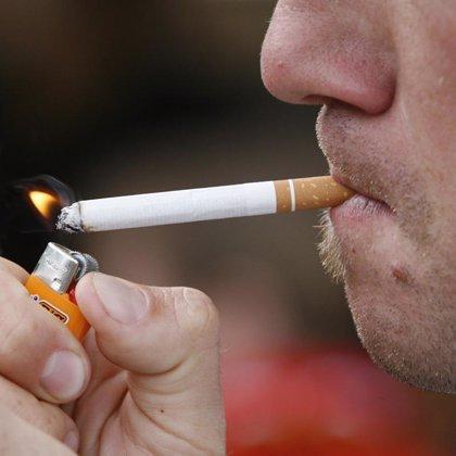 Fumar contribuye al envejecimiento prematuro de la piel, según expertos