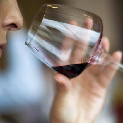 Beber vino previene una dolencia precursora del cáncer de esófago