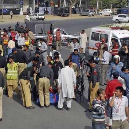 Al menos cinco muertos en el ataque al autobús de un equipo de cricket ceilandés en Pakistán