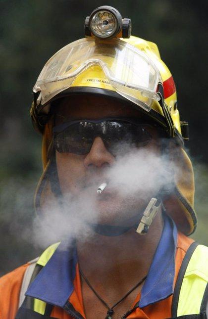 Miles de bomberos siguen en alerta en Australia por los fuertes vientos que pueden extender las llamas