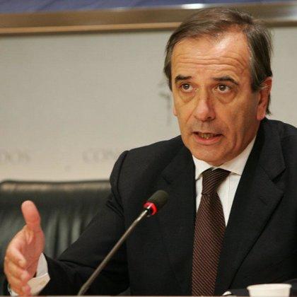 Alonso admite que la presencia de las tropas españolas en Kosovo era incoherente