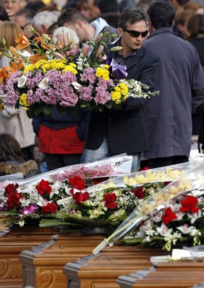 Miles de personas despiden a las víctimas del terremoto que sacudió el centro de Italia