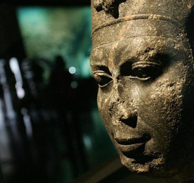 """Muestra de """"Tesoros sumergidos de Egipto""""."""