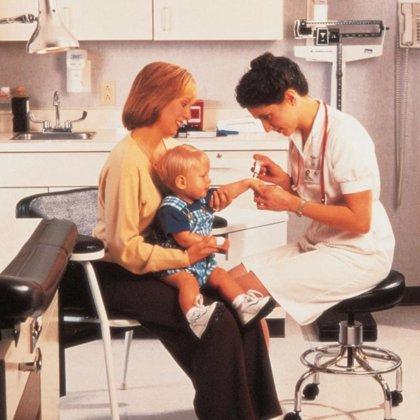 Los pediatras atienden a tercio más niños al día de lo recomendable